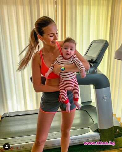 Манекенката Александра Петканова е намерила начин да съвместява майчинството с