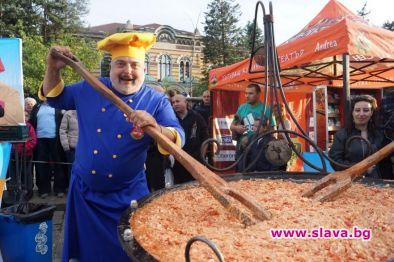 В истинска звезда във Валенсия се превърна българския кулинар Ути