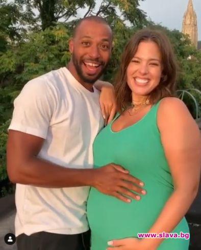 Снимка: Ашли Греъм ще става майка