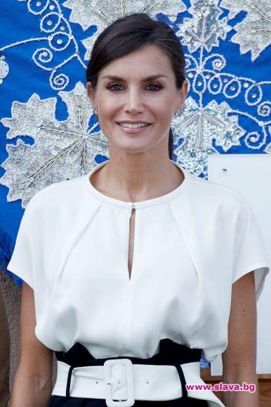 Испанската кралица Летисия продължава да затвърждава статута си на модна