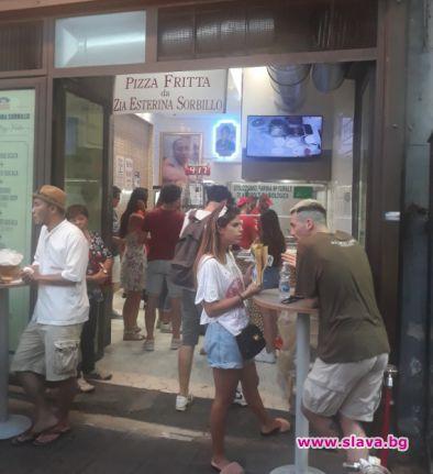 Снимка: ДА! Любимата на Неапол пържена пица е като родна мекица