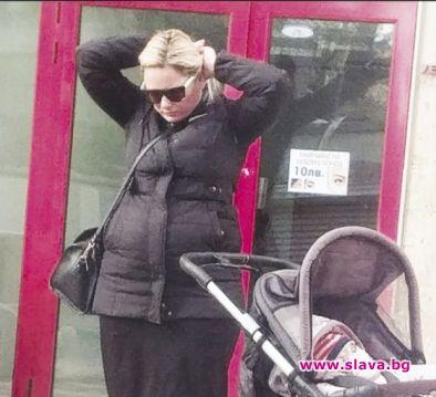 Лора Крумова отново е наедряла подозрително, видяха фотографите на Ретро.Крумова