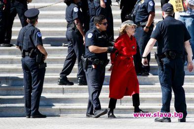 Джейн Фонда бе арестувана пред Капитолия на САЩ в петък,