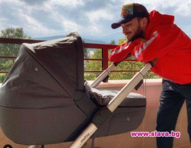 Снимка: Бебето на Криско с количка за 2 бона