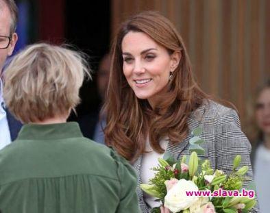 Херцогинята на Кембридж се появи в карирано сако и едноцветен