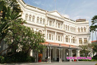 Уникалният хотел Raffles Singapore, който сме ви представяли специално в