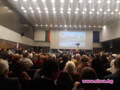 500 души се събраха в паркхотел Москва, за да празнуват