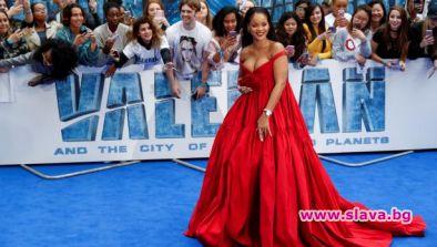 Феновете на Риана трепетно чакат новия ѝ албум, но такъв