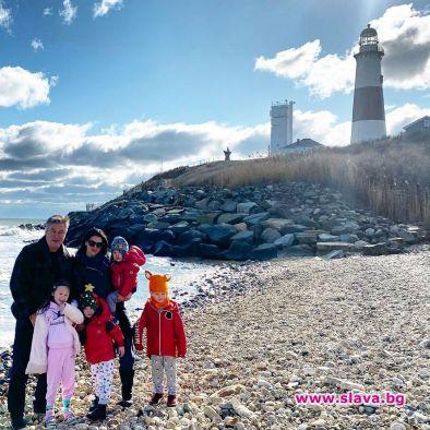 Хилария и Алек Болдуин заведоха четирите си деца на мястото,
