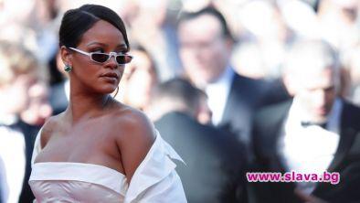 """Барбадоската перла Риана се завърна в графата """"свободни дами"""".Певицата се"""