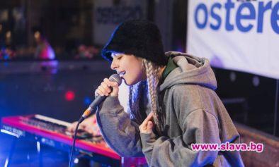 Младата певица Виктория Георгиева, която ще представи страната ни на