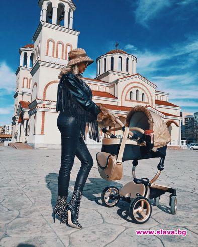 Джулиана Гани изведе за първи път на разходка новородения си