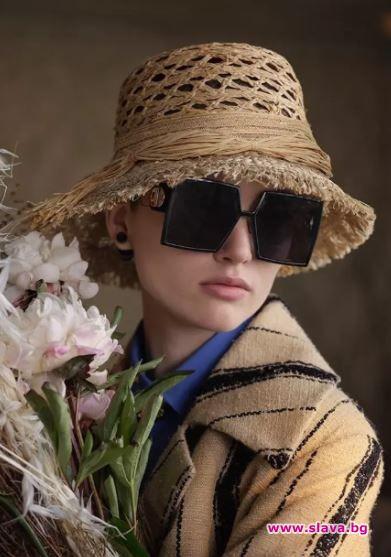 Пролетното-лятната кампания на марката е заснета в стая, приютила красотата