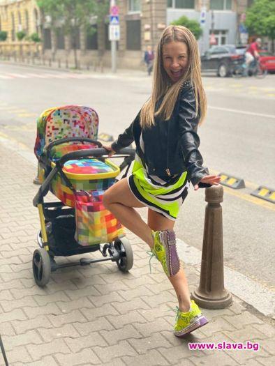 Не жали средства за новото си бебе певицата Лора Караджова,
