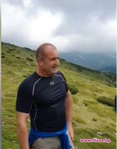 Президентът Румен Радев изкачи култовия връх Зъбчето над ВСК Белмекен
