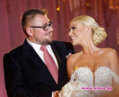 Хартиена годишнина от сватбата си празнуват семейство Гущерови. Светлана и
