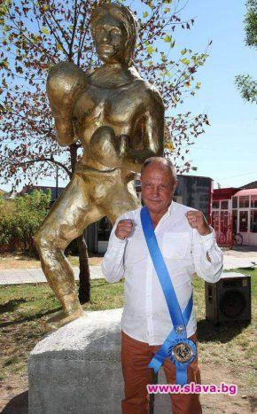 Със страхотен паметник се сдоби боксовата ни легенда Петър Лесов.