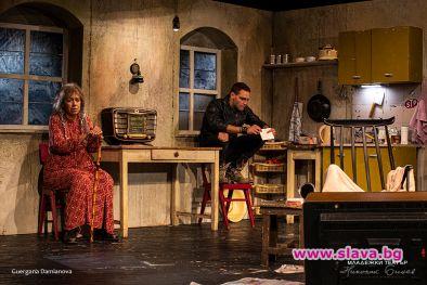 Първата пиеса на световноизвестният и изключителен драматург Мартин Макдона, Бившата