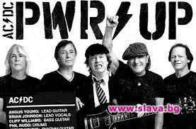 Певецът Брайън Джонсън, басистът Клиф Уилямс и барабанистът Фил Рад