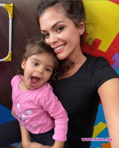 2-годишната дъщеря на Преслава вече знае как да борави с