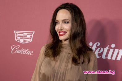 Анджелина Джоли отново беше забелязана в компанията на бившия си